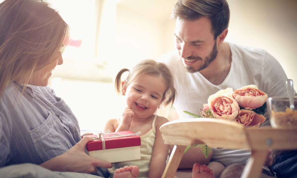 The Best Anniversary Gifts For Mom And Dad