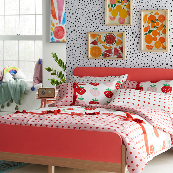 Sweet Strawberry Complete Bedding Set by Drew Barrymore Flower Kids