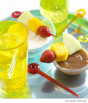 "Kid-Friendly Finger Food: ""Traffic Light"" Fruit Skewers with Creamy Caramel Dip"