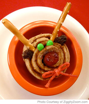 Holiday Reindeer Cinnamon Roll Recipe