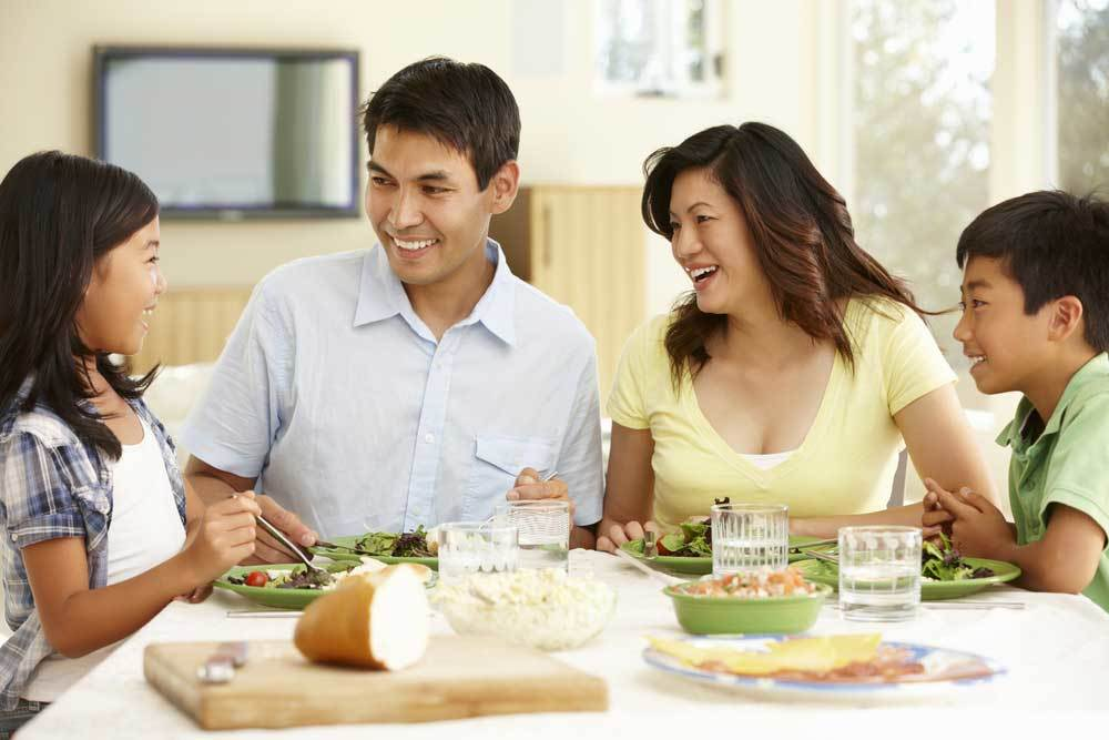 5 Ways to Get Your Family Around the Dinner Table Again