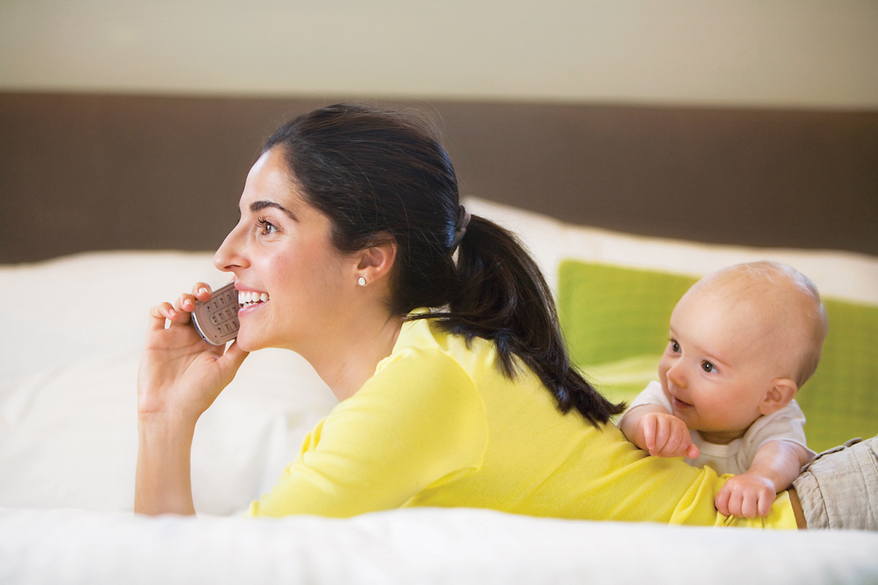 Majority of Moms Can't Go More Than a Day Without Using Internet