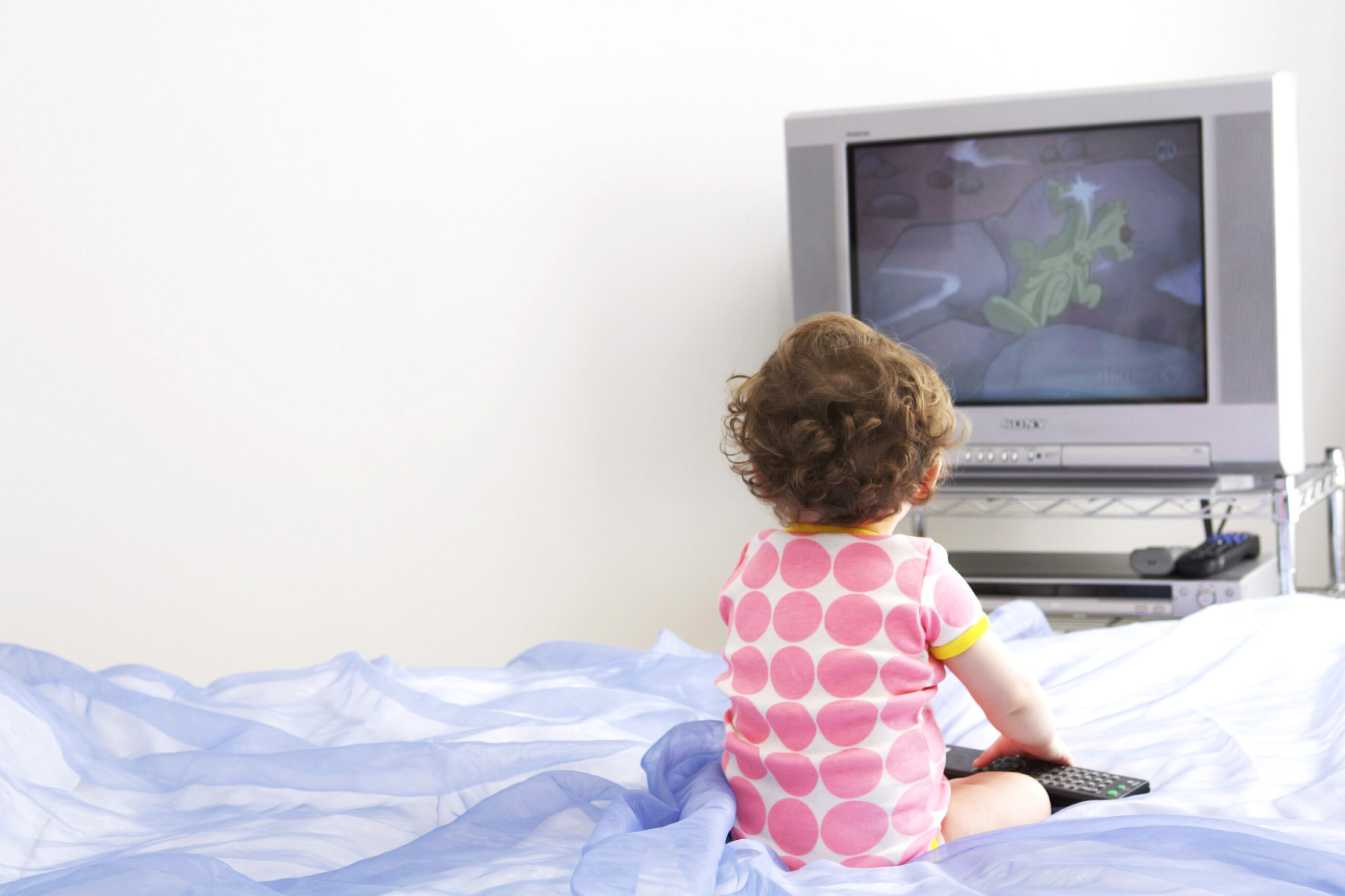 "AAP Recommends Keeping Kids Under the Age of 2 as ""Screen-Free"" as Possible"
